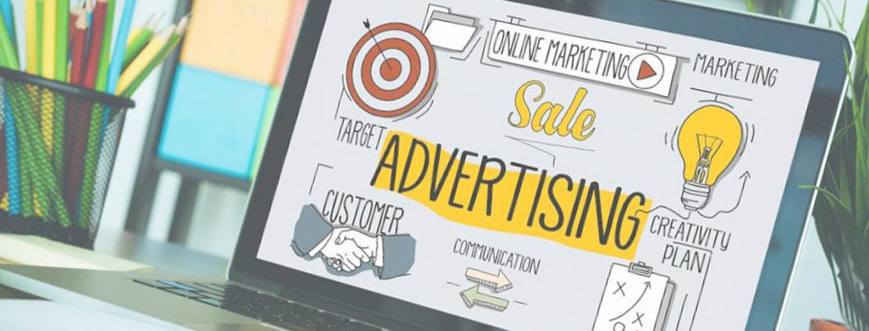 Ноутбук с изображением о продвижении рекламы
