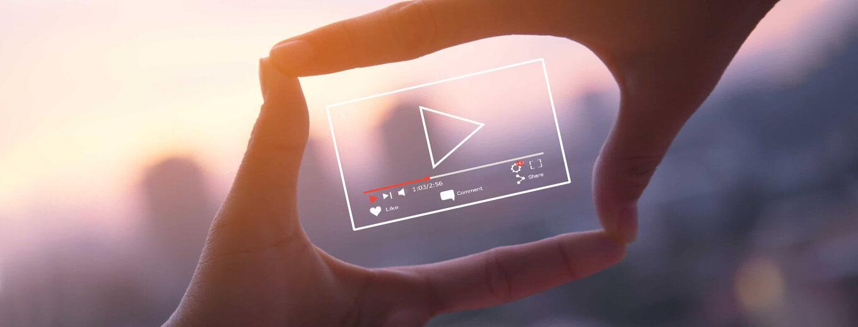 Кадрирование с помощью рук для создания видео