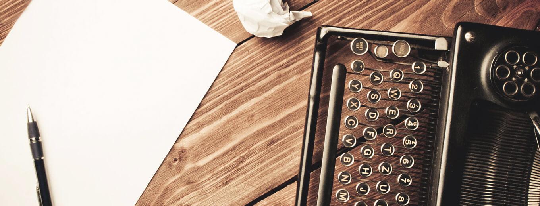 Печатная машинка и белый лист